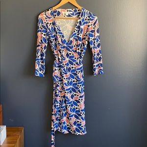 DVF wrap dress blue white red pattern, size 0